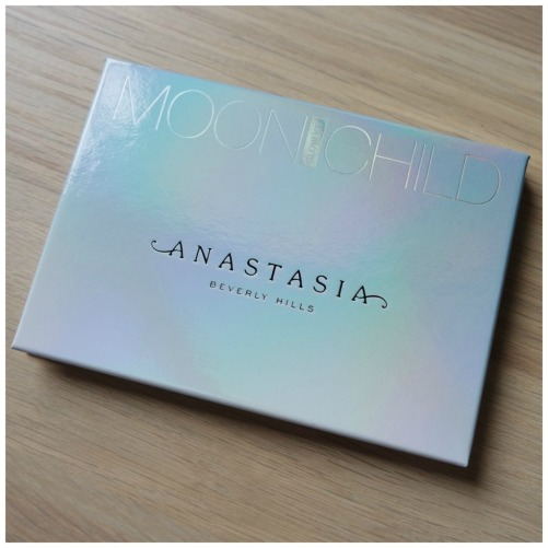 anastasia beverly hills review swatch palette moonchild pink heart lucky clover blue ice purple horseshow star blue moon