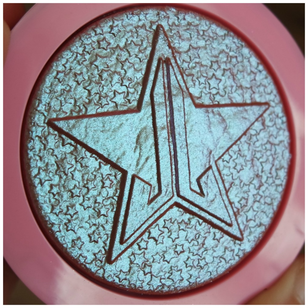 jeffree star supreme frost highlighter review swatch makeup look hypothermia fair skin